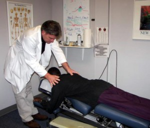 dr mark holliman with chiropractic patient2