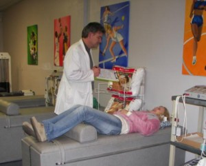 dr mark holliman with chiropractic patient1